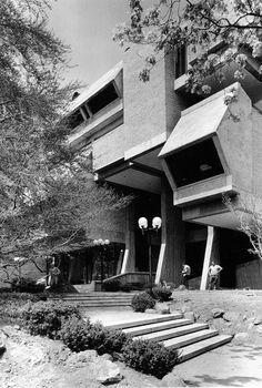 Goddard Library, Clark University, Worcester, Massachusetts, 1968 (John M. Johansen)