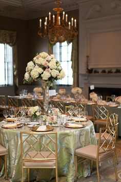 Photography by Lauren Jackson Photography, Floral Design by Arrangements by Catherine