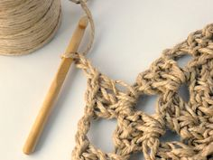 Have you noticed that natural jute decor is bang on trend right now? In this tutorial, you'll learn how to crochet the rounds and create a stunning contrast between the natural jute and metallic. Jute, Diy Home Crafts, Arts And Crafts, Wall Hanging Crafts, Weaving Art, Learn To Crochet, Knitting Yarn, Crochet Necklace, Crochet Patterns