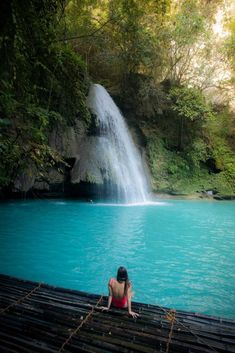 Have you ever seen a turquoise waterfall before? Kawasan Falls in Cebu in the Philippines is one of the few in the world! Philippines Cities, Regions Of The Philippines, Visit Philippines, Palawan, Boracay Island, Fiji Islands, Cook Islands, Cancun Hotels, Paisajes