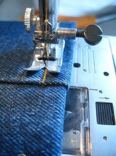 Jeans the Easy Way Hemming jeans the easy way (no more broken needles!)Hemming jeans the easy way (no more broken needles! Sewing Hacks, Sewing Tutorials, Sewing Crafts, Sewing Patterns, Sewing Tips, Sewing Ideas, Serger Sewing, Sewing Lessons, Sewing Stitches