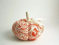 I love scrolling and paisleys, especially on pumpkins! From SeaPinks on Etsy! White Pumpkins, Painted Pumpkins, Fall Pumpkins, Halloween Pumpkins, Halloween Decorations, Diy Pumpkin, Pumpkin Crafts, Fall Crafts, Autumn Decorating