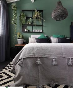 14 Fabulous Rustic Chic Bedroom Design and Decor Ideas to Make Your Space Special - The Trending House Gold Bedroom, Bedroom Green, Home Decor Bedroom, Charcoal Bedroom, Best Bedroom Paint Colors, Trendy Bedroom, Yahoo Beauty, Pune, Plant Hanger