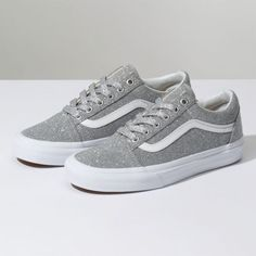 Rare new Vans lurex silver glitter old skool Brand new in the box! Very hard to find! Vans Old Skool in silver Lurex Glitter size 8 (men's size Vans Shoes Sneakers Pink Sneakers, Vans Shoes, Sneakers Fashion, Fashion Shoes, Shoes Sandals, Shoes Men, Flat Shoes, Oxford Shoes, Dress Shoes