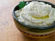 Roasted Garlic Baba Ganoush - perfect for summer - roast the eggplant & garlic on the grill #paleo #glutenfree