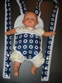 Crochet baby carrier doll patterns New Ideas Baby Knitting Patterns, Baby Patterns, Doll Patterns, Sewing Doll Clothes, Sewing Dolls, Diy Doll Carrier, Sewing Tutorials, Sewing Projects, Tutorial Sewing