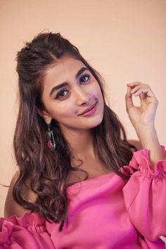 Bollywood Actress Hot Photos, Indian Actress Hot Pics, Bollywood Girls, Beautiful Bollywood Actress, Most Beautiful Indian Actress, Beautiful Actresses, Hindi Actress, Indian Actresses, Beautiful Girl In India