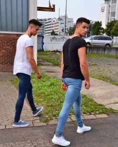 French Fashion Tips Only super tight skinny jeans.French Fashion Tips Only super tight skinny jeans Boys Jeans, Jeans Fit, Jeans Style, Super Skinny Jeans, Skinny Pants, Skinny Guys, Spray On Jeans, Denim Outfit, Gay Outfit