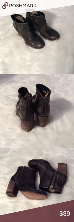 """Vero Cuoio distressed booties Size 6 1/2 Vero Cuoio """"Hinge"""" distressed booties, double sided zippers, all leather. Trades not accepted, prices are firm. Vero Cuoio Shoes Ankle Boots & Booties"""