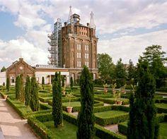 Villa Augustus in Dordrecht, Hotel, Cafe, Restaurant and a beautiful veggie garden!