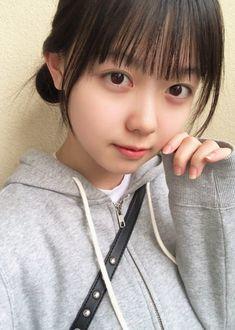 """松本ももな(シュークリームロケッツ) 在 Twitter:""""明日はサムサムとシューロケの #ヨルライ 盛り上がろうね✨ 楽しみです.°ʚ(*´꒳`*)ɞ°. オフな地元感でてる? おやすみなさい🌟⛄️ #シュークリームロケッツ #2年目もよろしくお願いします… """" Asian Cute, Cute Korean Girl, Cute Asian Girls, Cute Girls, Beautiful Japanese Girl, Beautiful Asian Girls, Japonese Girl, Cute Cafe, Asian Kids"""