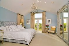 Tori Speeling and Dean McDermott's former bedroom fromMaking Your Dream Room a Reality: A Series - Makely School for Girls