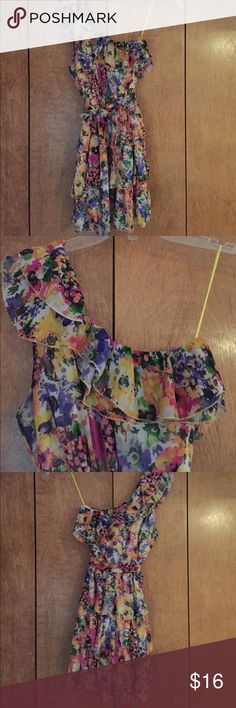 """Dame Aire Ruffly Floral one shoulder dress Jr size L floral dress with one shoulder. Detachable matching belt.ength from shoulder to hem 33"""".  Ruffle around shoulder and skirt. Flowy and cute. Dame Aire Dresses One Shoulder"""