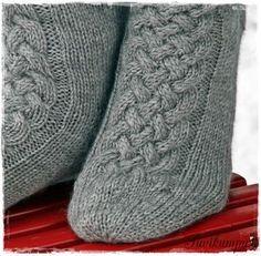 Diy Crochet And Knitting, Crochet Socks, Knitting Socks, Hand Knitting, Knit Socks, Knitting Projects, Mittens, Needlework, Slippers
