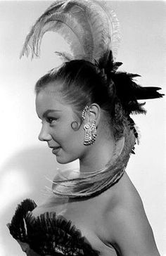 Fab feathered head piece worn by Mitzi Gaynor circa Old Hollywood Movies, Hollywood Actor, Vintage Hollywood, Hollywood Glamour, Classic Hollywood, Hollywood Divas, Hooray For Hollywood, Golden Age Of Hollywood, Vintage Beauty