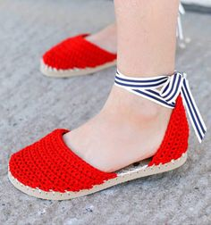 DIY Crochet espadrilles with flip-flop soles (free pattern) // Espadrilles flip-flop papucsból - horgolt nyári cipő // Mindy - craft tutorial collection // #crafts #DIY #craftTutorial #tutorial #summerCrafts #summer
