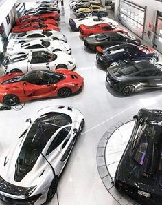 Top 100 best dream garages for men - part two - Oldtimer garage - Autos Bugatti, Lamborghini, Ferrari, Supercars, Dream Cars, Dream Big, Automobile, Ultimate Garage, Luxury Garage