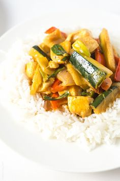 Coconut Chicken Thai Curry, sub curry leaves for paste to make it AIP #paleo #whole30 #glutenfree