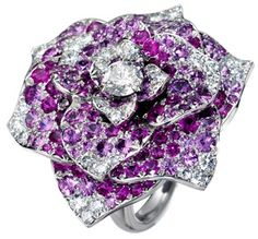 Piaget Rose ring in 18K white gold, set with 138 brilliant-cut pink sapphires (approx. 6.07 ct), 1 brilliant-cut diamond (approx. 0.5 ct) and 36 brilliant-cut diamonds (approx. 0.8 ct).