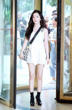 Photo album containing 25 pictures of Irene, Seulgi Korean Airport Fashion, Korean Fashion Dress, Kpop Fashion, Fashion Outfits, Japanese Fashion, Fashion Women, Seulgi, Red Velvet Irene, Velvet Fashion