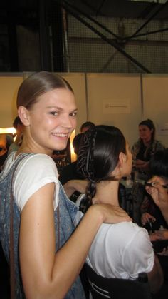 Our Favourite Backstage Model Moments From Australian Fashion Week #MBFWA