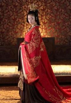 The traditional Han dressings of Peoples republic of China reflect the inclusive spirit of Chinese culture. This is known as Han Chinese Clothing , Hanzhuang or very commonly as Hanfu. Hanfu, Cheongsam, Traditional Fashion, Traditional Dresses, Asian Style, Chinese Style, Folk Costume, Costumes, Inspiration Mode