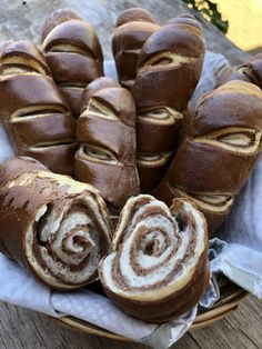 Fatörzs kifli - GastroHobbi Bread, Cookies, Cake, Desserts, Food, Cooking Recipes, Easy Meals, Kuchen, Crack Crackers