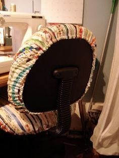 Pamelaquilts: How to Slipcover Your Office Chair. I don't know about you guys, but in my area someone is ALWAYS giving these chairs away, usually on CL. How cute is this?