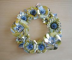 Spectacular Soda Can Wreath! - what a great way to recycle all those empty soda cans! Soda Can Crafts, Soda Can Art, Ways To Recycle, Reuse, Soda Can Flowers, Trash Art, Arts And Crafts, Diy Crafts, Pop Cans