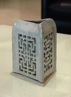 TRADITIONAL CHINESE WINDOW SCREEN ART - TABLE LAMP / A series of table lamp designs are built in stoneware clay. They are influenced by traditional Chinese window screen art. _2012