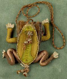 Handbag-Purse; English, Sweetmeat, Frog-Form, Gold Metallic Thread, Silk, 2 inch.