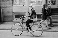 1024px-Cycling_Amsterdan_03