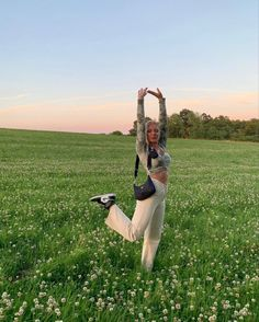 Aesthetic Women, Aesthetic Photo, Aesthetic Clothes, Foto Pose, Poses, Summer Pictures, Girl Humor, Summer Vibes, Pretty Girls