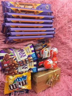 I Love Chocolate, Chocolate Gifts, Chocolate Lovers, Chocolates, Junk Food Snacks, Rainbow Food, Chocolate Bouquet, Chocolate Packaging, Food Goals