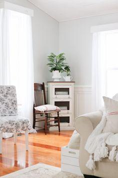 White Living Room an