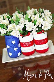 Maison de Pax: American Flag Mason Jars Burlap Mason Jars, Mason Jar Centerpieces, Painted Mason Jars, Mason Jar Crafts, 4th Of July Decorations, Table Decorations, American Flag Crafts, Country Chic Cottage, Decorative Items