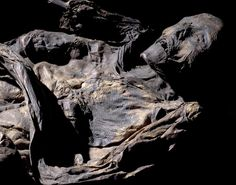 Huldre Fen Woman was found in a peat bog in Jutland, Denmark, in 1879 and is one of the best preserved and well-dressed bog bodies ever found. Her costume consists of two leather cloaks, a chequered wool scarf, a chequered wool skirt and probably an under-dress made of nettle fibres. (Photo: National Museum, Denmark)