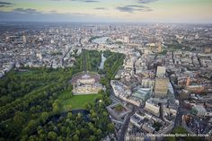 Jubilee year: Buckingham Palace dominates the landscape in their aerial view of London and to think that some of us have been lucky enough to go in this garden !