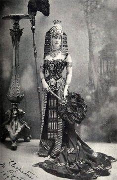 Early 20th century portrayal of Cleopatra