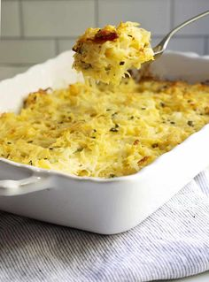 Easy Cheesy Potatoes are easy to make from scratch! This decadent casserole is baked in the oven and makes the perfect side for get togethers with family and friends and holidays too! No canned soup or frozen hash browns required! Potluck Side Dishes, Side Dishes Easy, Vegetable Side Dishes, Side Dish Recipes, Dinner Recipes, Easy Summer Meals, Healthy Summer Recipes, Vegan Recipes Easy, Cheesy Recipes