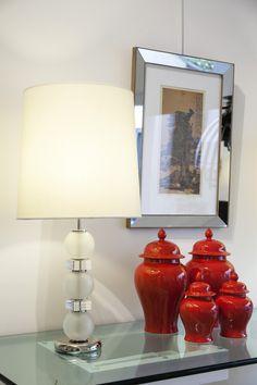 Lampara esferas vidrio y acrilico, potiche rojo, cuadros con marcos de espejos. http://salazarcasa.com.ar