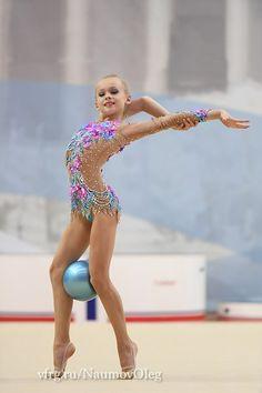 Fotos de Oleg Naumov Gymnastics Costumes, Rhythmic Gymnastics Leotards, Dance Costumes, Acro Dance, Gymnastics Flexibility, Gyms Near Me, Gymnastics Photography, Artistic Gymnastics, Skating Dresses