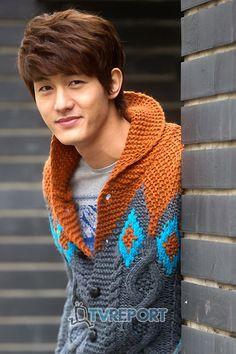 Lee-Ki-Woo-Flower-Boy-Ramyun-Shop-korean-dramas-28025132-520-782.jpg (520×782) this guy is so cute and I love his sweater