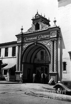 A 1937 view of the iconic Paramount Pictures gate in Los Angeles. (Bizarre Los Angeles / Sad Hill Archive )