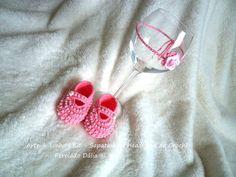 Sapatinho e Headband de Crochê Perolado Rosa Encomendas personalizadas whatsapp 62 98146.4188 email artelinharj@gmail.com Instagram: @croche_artelinha www.elo7.com.br/crocheartelinha