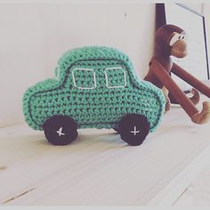 Ole's nye auto bil #madebyjalo #hækle #hækling #hæklet #hækletlegetøj #hækletrangle #hækler #hækleri #hæklerier #hæklehæklehækle#hækletsangkuffert #crochet #crocheting #crochetaddict #crocheting #crochetersofinstagram #crochetcars by made_by_jalo