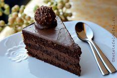 De ziua sotului am pregatit un tort Ferrero Rocher,un desert minunat, ciocolatos, elegant, absolut …