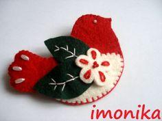 Nemzeti színű kitűző - kokárda, Ékszer, óra, Bross, kitűző, Gyapjúfilcből készült ez a nemzeti színű marárka kitűző, melyet a közelgő nemzet... Felt Crafts, Fabric Crafts, Christmas Crafts, Christmas Ornaments, Hungary, Hand Embroidery, Stitching, Applique, Diy Projects