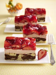 Unser beliebtes Rezept für Erdbeer-Mascarpone-Schnitten vom Blech und mehr als 55.000 weitere kostenlose Rezepte auf LECKER.de.