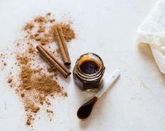 Homemade Lip Scrub with Cinnamon | HelloNatural.co